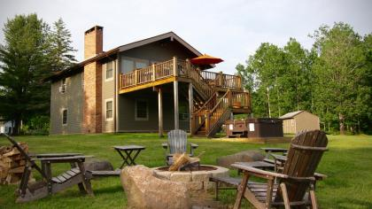 4 Season Nirvana, Hot Tub, WiFi, Fireplace, 2 WEBERs, Windham Mtn Views Windham, NY Catskills