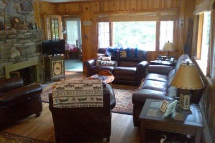 Cabin With Private Beach, Classic Lake George 2BR Lake George, NY Adirondacks