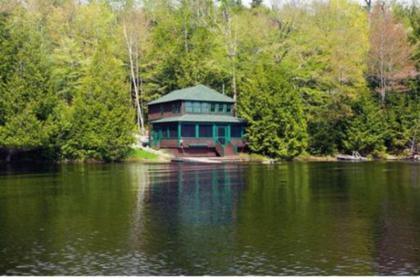 Charming Cottage Right On Upper Saranac Lake - Saranac Lake, NY Adirondacks