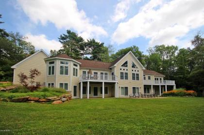Luxury And Amenities In A Stunning Rustic Setting, Vacation Home In Becket, MA - Berkshires