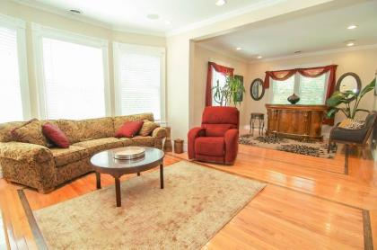 Spacious & Beautiful Downtown Renovated Victorian In Saratoga Springs, NY Capital Region