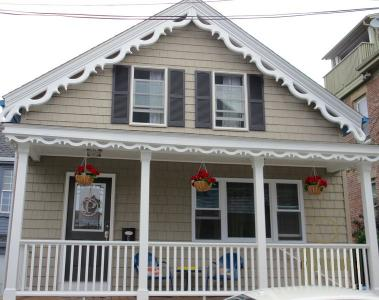 Vacation Like A Local! Steps From Thames St. - Newport, RI Vacation Rental
