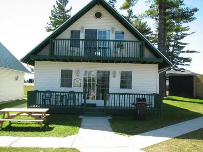 Spacious Waterfront Chalet Cottages - Alexandria Bay, NY Thousand Islands