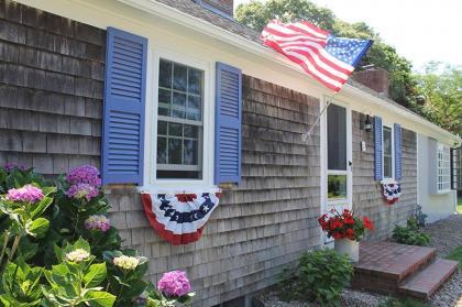 Bright And Sunny Cape Cod Cottage, Walk To Ocean - Falmouth, MA - Cape Cod