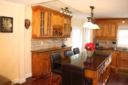 Quaint And Immaculate 3 BR Duplex! - Greenwich, CT - Fairfield County