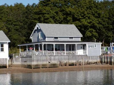 Waterfront 3 Bedroom Victorian Cottage - Onset, MA - South Shore