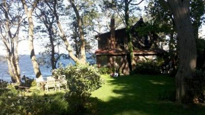 Waterfront Woodsy 3BR Cottage - Gloucester, MA - North Shore