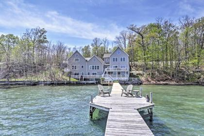 'Lakeside Harmony' Magnificent 4BR + Sleeping Loft Geneva House On Seneca Lake w/Private Hot Tub, Do