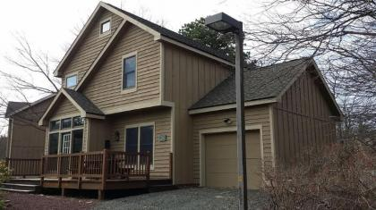 Camelback/3 Bedrooms/3 Baths/Hot Tub - Tannersville, PA - Pocono Mountains Region PA Vacation Rental