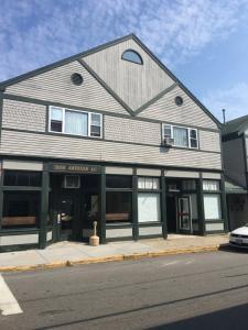 Irish American Inn - NEWPORT JAZZ - Free Parking - Newport, RI - Newport RI Vacation Rental