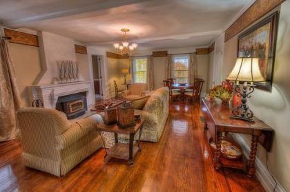 Osprey Manor On Cayuga Lake Wine Trail w/Lake Access And Hot Tub Sleeps -20 - Cayuga, NY - Finger La