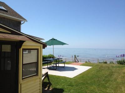 Cornfield Point Beachfront Small Cottage - Old Saybrook, CT - River Valley CT Vacation Rental