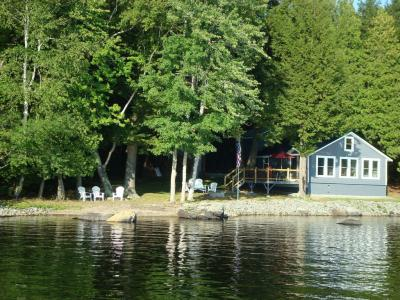 Charming 3 Bed Room Lake Front Cottage On Waters Edge, Sebasticook - Newport, ME - The Maine Highlan
