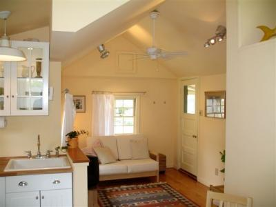 Perfect Village Cottage 10 Min. To Renaissance Providence/ 2 Blocks From Bay - Warwick, RI - Warwick