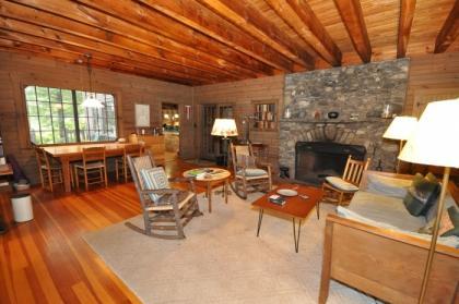7 Bedroom Vacation Rental Cottage On Big Squam Lake - Holderness, NH