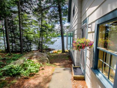 Charming Lakefront Cottage w/Kayaks, A Dock, 2 Decks & Lovely Views - Lucerne-in-Maine, Dedham, ME -