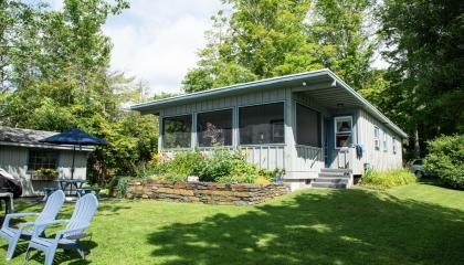 Lenox Waterfront Rental Home Cottage - Tranquil, Close To Berkshire Attractions - Lenox, MA - Berksh