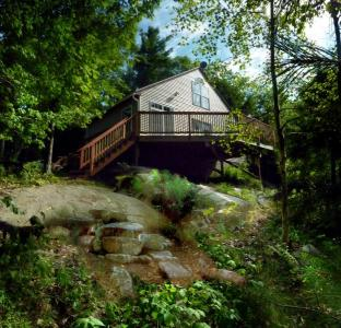 Secluded, Romantic Maine Cottage On Lake